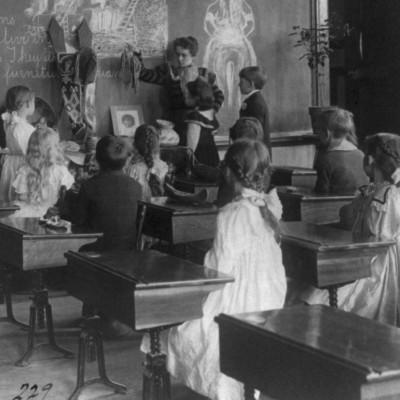 Paratiisilahden ja Syrjämäen koululaiset