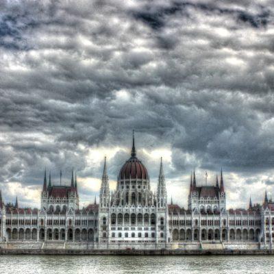 Unkarin demokratian lipsuminen on otettava varoittavana esimerkkinä